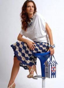 Imagen falda crochet azul y blanca
