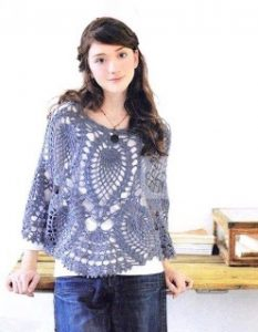 Imagen poncho azul a crochet y ganchillo 1